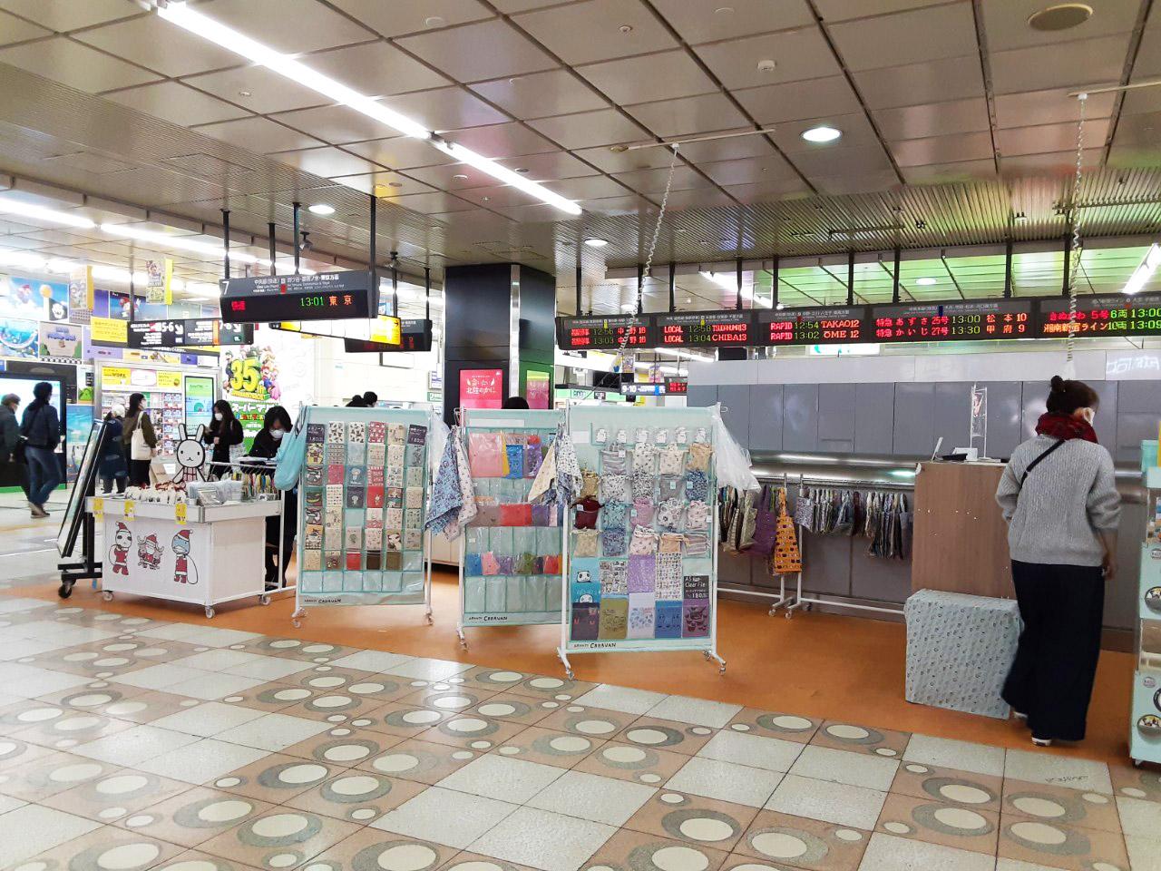 <東京>JR新宿駅南改札内通路(JR駅構内)